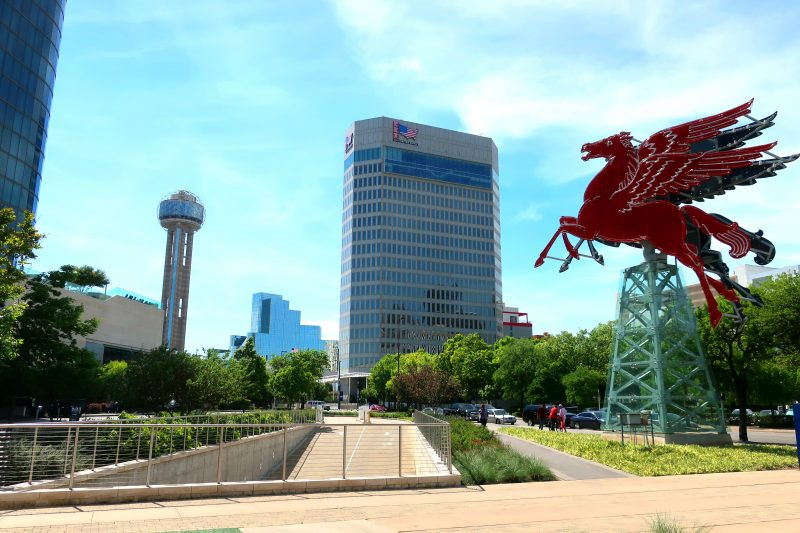 Reunion Tower and Pegasus sign (Dallas)
